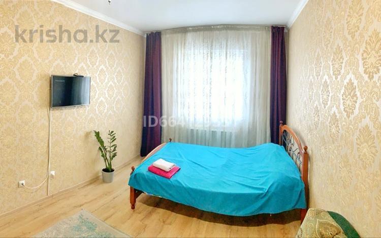 1-комнатная квартира, 40 м², 3/10 этаж посуточно, Сатпаева 90/36 за 8 000 〒 в Алматы, Алмалинский р-н