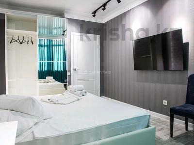1-комнатная квартира, 50 м², 3/5 этаж посуточно, проспект Каныша Сатпаева 5г за 15 000 〒 в Атырау