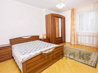 2-комнатная квартира, 75 м², 2/6 этаж посуточно, Кунаева 12/2 — Акмешит за 12 000 〒 в Нур-Султане (Астана), Есиль р-н