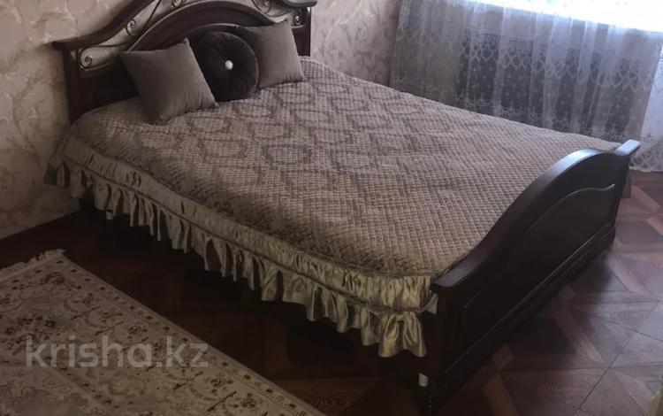 1-комнатная квартира, 32 м², 5/5 этаж посуточно, Ак депо, Ауэзова 27 — Муканова за 7 500 〒 в Атырау, Ак депо