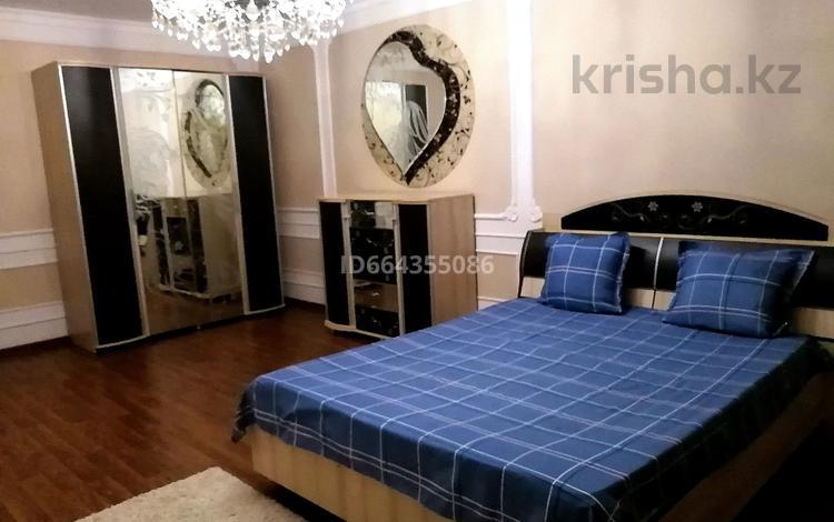 2-комнатная квартира, 85 м², 1 этаж посуточно, Мкр Нурсая 1/1 — Куншуак за 12 000 〒 в Атырау