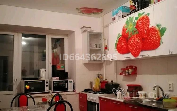 2-комнатная квартира, 58 м², 2/9 этаж, 4 мкр 15г за 10.3 млн 〒 в Актобе, Нур Актобе