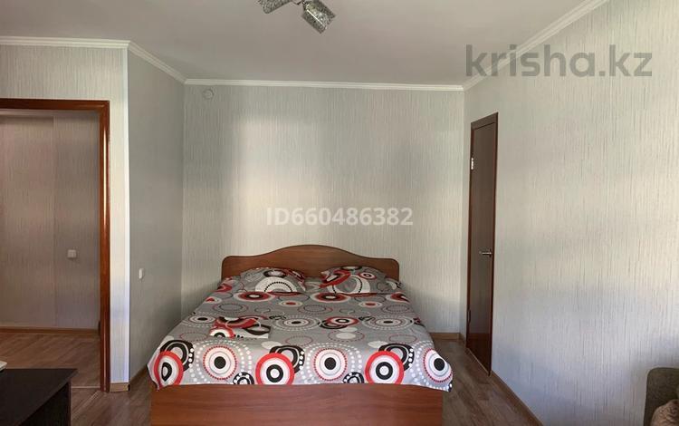 1-комнатная квартира, 34 м², 3/5 этаж посуточно, Ермекова 35 за 5 000 〒 в Караганде, Казыбек би р-н