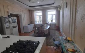 6-комнатный дом, 415 м², 11 сот., Мкр Панель-Центр за 80 млн 〒 в Караганде, Казыбек би р-н