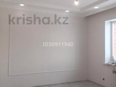 7-комнатный дом, 242 м², 10 сот., Мкр Уркер за 70 млн 〒 в Нур-Султане (Астана), Есиль р-н — фото 3