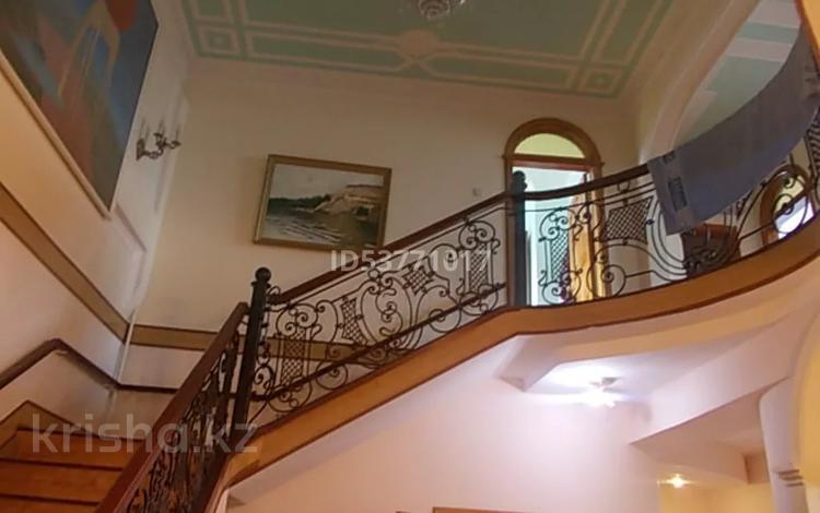 8-комнатный дом, 463 м², 22 сот., Комсомольская 43 за 47 млн 〒 в Мичурино