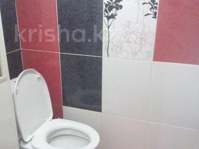 2-комнатная квартира, 60 м² посуточно, 4 микрорайон 31 за 10 000 〒 в Уральске — фото 11