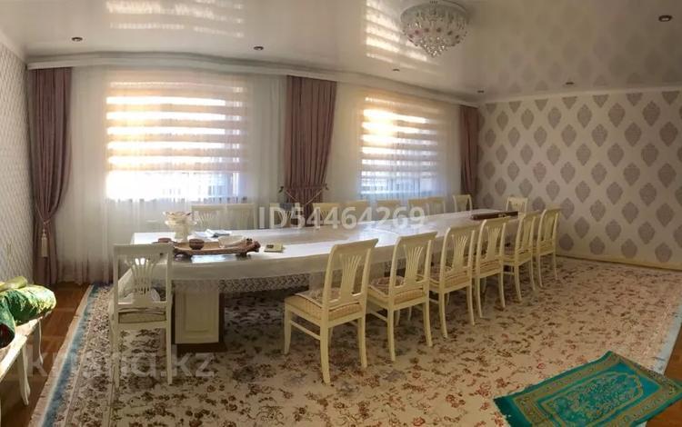 7-комнатный дом, 240 м², 7 сот., Курмыш — Коростылевых-Жангельдина за 40 млн 〒 в Актобе, Старый город
