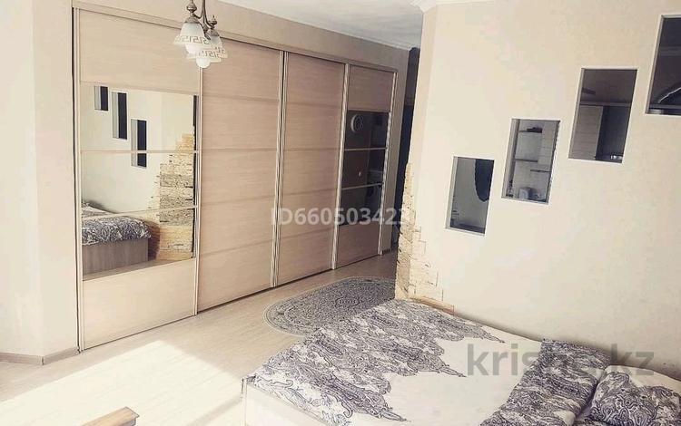 1-комнатная квартира, 56 м², 10/14 этаж посуточно, Достык 5 за 8 000 〒 в Нур-Султане (Астана), Есиль р-н