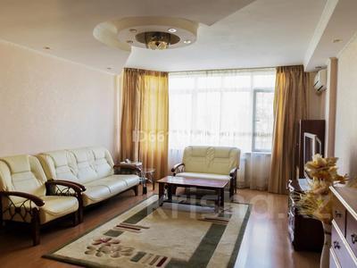 2-комнатная квартира, 77 м², 1/6 этаж, Ул.Сатпаева 48A за 26.9 млн 〒 в Атырау