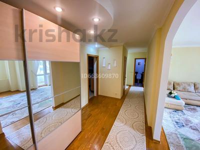 3-комнатная квартира, 94 м², 1/5 этаж посуточно, мкр Жети Казына 6 за 20 000 〒 в Атырау, мкр Жети Казына
