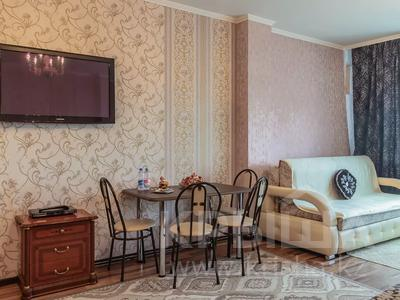 1-комнатная квартира, 60 м², 38/41 этаж посуточно, Достык 5/1 — Сауран за 10 000 〒 в Нур-Султане (Астана) — фото 11