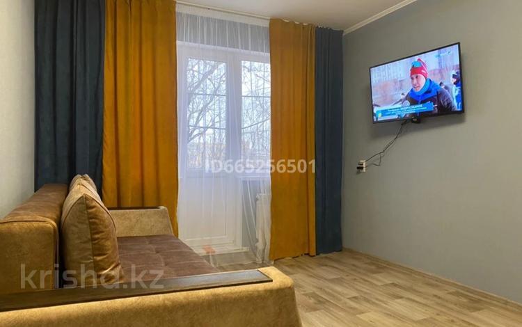 1-комнатная квартира, 33 м², 5/5 этаж посуточно, мкр Новый Город 58a за 6 000 〒 в Караганде, Казыбек би р-н