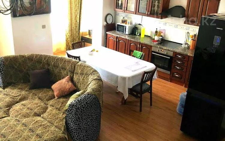 3-комнатная квартира, 100 м², 12/12 этаж помесячно, 17-й мкр 7 за 200 000 〒 в Актау, 17-й мкр