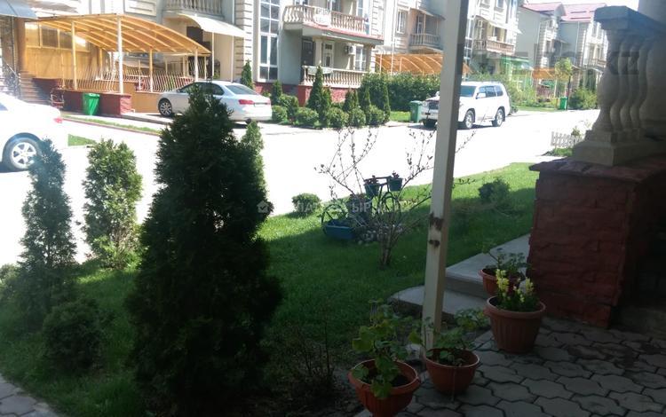 5-комнатная квартира, 300 м², 1/3 этаж, Ашимова 98 за 128 млн 〒 в Алматы, Наурызбайский р-н