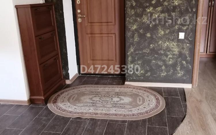 2-комнатная квартира, 101 м², 2/3 этаж помесячно, Сужикова 4в за 160 000 〒 в