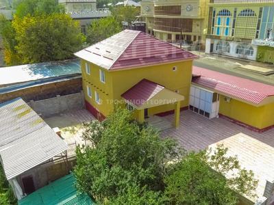 5-комнатный дом посуточно, 250 м², 10 сот., мкр Хан Тенгри, проспект Дулати 98 за 35 000 〒 в Алматы, Бостандыкский р-н