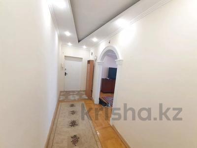 3-комнатная квартира, 70 м², 9/12 этаж помесячно, мкр Самал-2 88 за 200 000 〒 в Алматы, Медеуский р-н — фото 8