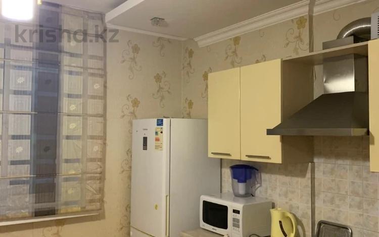 2-комнатная квартира, 50 м², 7/10 этаж помесячно, Кабанбай батыра 40 за 130 000 〒 в Нур-Султане (Астана), Есиль р-н