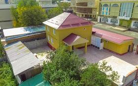 5-комнатный дом помесячно, 250 м², 10 сот., мкр Хан Тенгри, проспект Дулати 98 за 700 000 〒 в Алматы, Бостандыкский р-н