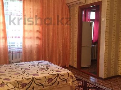 1-комнатная квартира, 30 м², 2/4 этаж по часам, Аибергенова 8 — Республики за 1 500 〒 в Шымкенте, Аль-Фарабийский р-н