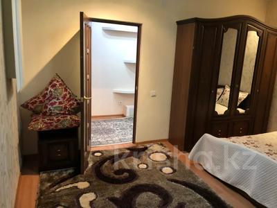 2-комнатная квартира, 80 м², 3/9 этаж помесячно, Шохана Уалиханова 21 за 250 000 〒 в Атырау