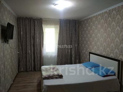 1-комнатная квартира, 60 м², 3/5 этаж посуточно, 8-й микрорайон, Акация 59 за 6 000 〒 в Шымкенте, Абайский р-н