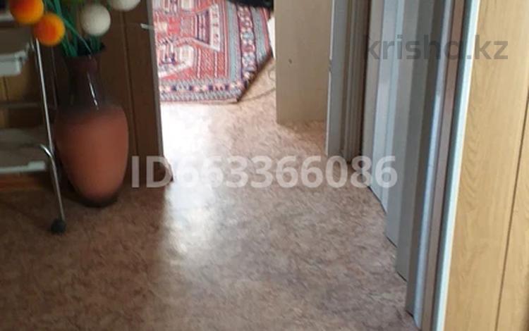 3-комнатная квартира, 64 м², 1/9 этаж помесячно, мкр Юго-Восток, Орбита мкр 2 за 100 000 〒 в Караганде, Казыбек би р-н