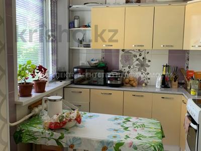 3-комнатная квартира, 56 м², 2/5 этаж, Волочаевская за 15 млн 〒 в Караганде, Казыбек би р-н — фото 2