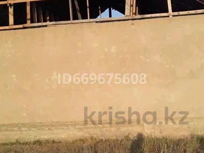 4-комнатный дом, 90 м², 8 сот., Сырым Датов 95 за 5 млн 〒 в Жалкамысе