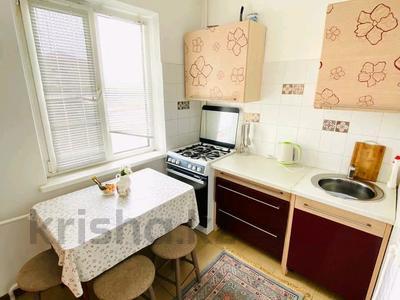 2-комнатная квартира, 50 м², 3/5 этаж посуточно, Авангард-4 за 10 000 〒 в Атырау, Авангард-4 — фото 4