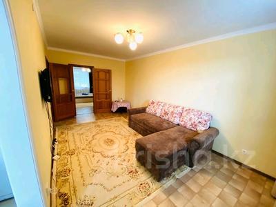 2-комнатная квартира, 50 м², 3/5 этаж посуточно, Авангард-4 за 10 000 〒 в Атырау, Авангард-4 — фото 9