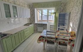 2-комнатная квартира, 70 м², 7/9 этаж помесячно, Батыс-2 4д за 120 000 〒 в Актобе, мкр. Батыс-2