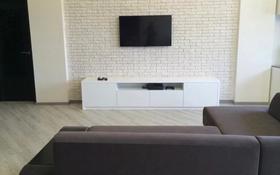 2-комнатная квартира, 70 м², 8 этаж помесячно, Достык 128 — улица Сатпаева за 300 000 〒 в Алматы