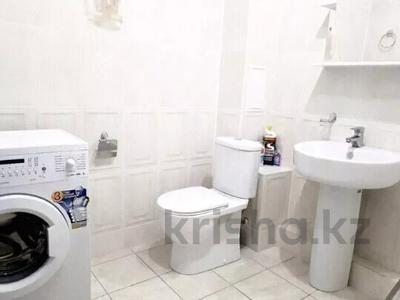 2-комнатная квартира, 60 м², 8/10 этаж посуточно, Ярославская 2/3 за 10 000 〒 в Уральске — фото 6