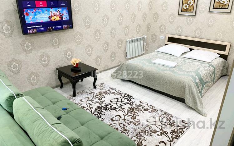 1-комнатная квартира, 36 м², 2/5 этаж посуточно, мкр Новый Город, Абдирова 28/1 за 9 000 〒 в Караганде, Казыбек би р-н