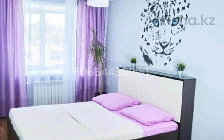 2-комнатная квартира, 58 м², 2/5 этаж посуточно, проспект Абая 108 за 10 000 〒 в Уральске