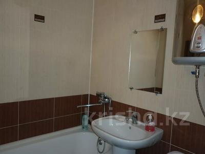 1-комнатная квартира, 33 м², 3/4 этаж посуточно, Бухар жырау 72 за 5 000 〒 в Караганде — фото 3