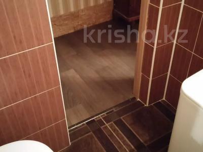 1-комнатная квартира, 33 м², 3/4 этаж посуточно, Бухар жырау 72 за 5 000 〒 в Караганде — фото 4
