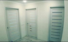 3-комнатная квартира, 64 м², 5/5 этаж, мкр Юго-Восток, Республики 10 за 18 млн 〒 в Караганде, Казыбек би р-н
