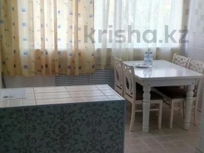 2-комнатная квартира, 60 м², 2/5 этаж посуточно, Бауржана-Момышулы 18 — Желтоксан за 10 000 〒 в Шымкенте
