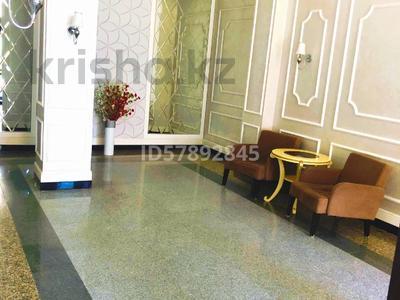 3-комнатная квартира, 159.6 м², Мәңгілік Ел 29 — Орынбор за 75 млн 〒 в Нур-Султане (Астана), Есиль р-н — фото 8