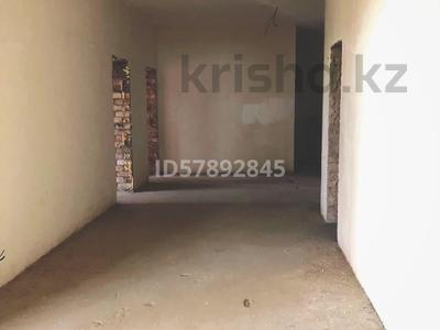 3-комнатная квартира, 159.6 м², Мәңгілік Ел 29 — Орынбор за 75 млн 〒 в Нур-Султане (Астана), Есиль р-н — фото 4