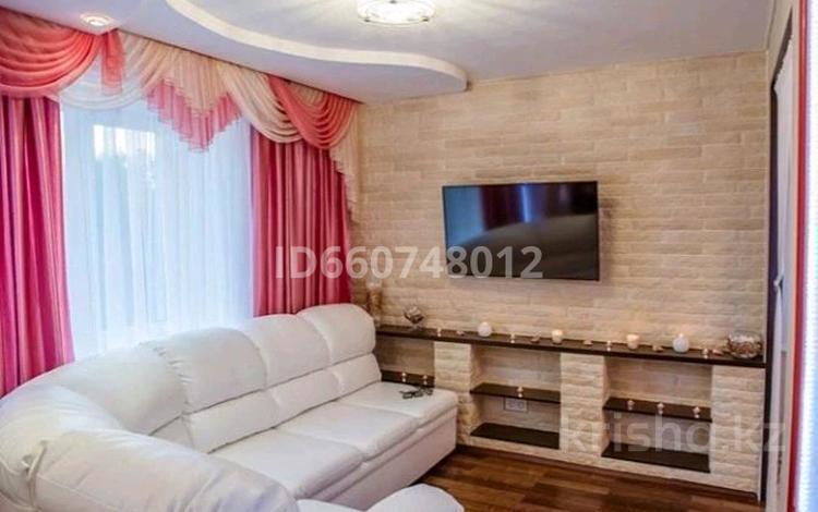 2-комнатная квартира, 79 м² посуточно, Ул Сарайшык 7 — Акмешыт за 11 000 〒 в Нур-Султане (Астана)
