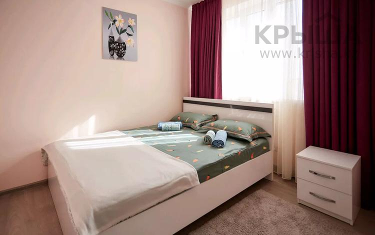 2-комнатная квартира, 40 м², 2/3 этаж посуточно, мкр Акбулак, Сарытогай 19 за 11 500 〒 в Алматы, Алатауский р-н