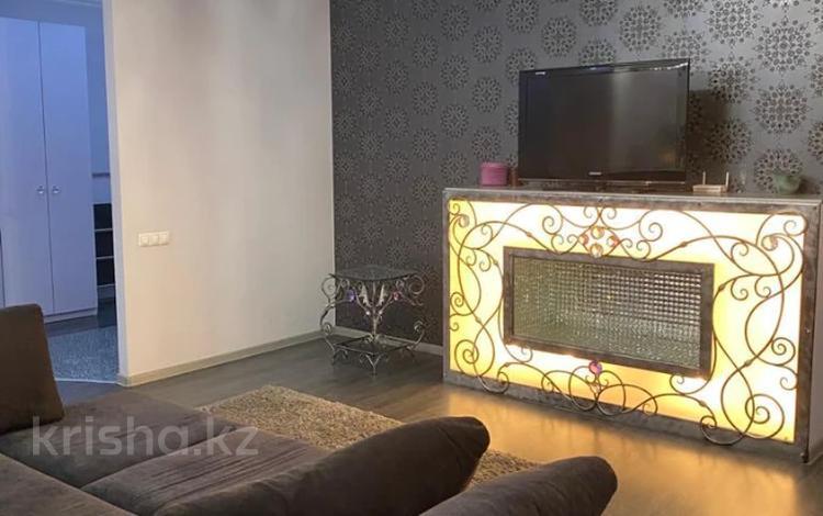 2-комнатная квартира, 83 м², 2/5 этаж помесячно, Жамакаева 258/5-12 за 290 000 〒 в Алматы, Медеуский р-н