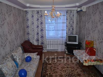 2-комнатная квартира, 53 м², 4/5 этаж посуточно, Мкр 11 89 — Шайкенова за 6 500 〒 в Актобе, мкр 11
