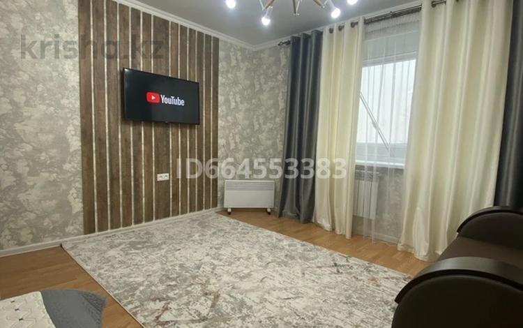 1-комнатная квартира, 40 м², 4/5 этаж посуточно, Чехова 90 за 8 000 〒 в Семее
