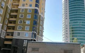 2-комнатная квартира, 80 м², 6/12 этаж по часам, мкр 11, 11 мкрн 144 — Арай за 1 000 〒 в Актобе, мкр 11