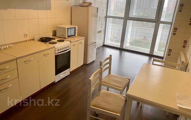 1-комнатная квартира, 50 м², 3/16 этаж, Республики 40 за 16.5 млн 〒 в Караганде, Казыбек би р-н
